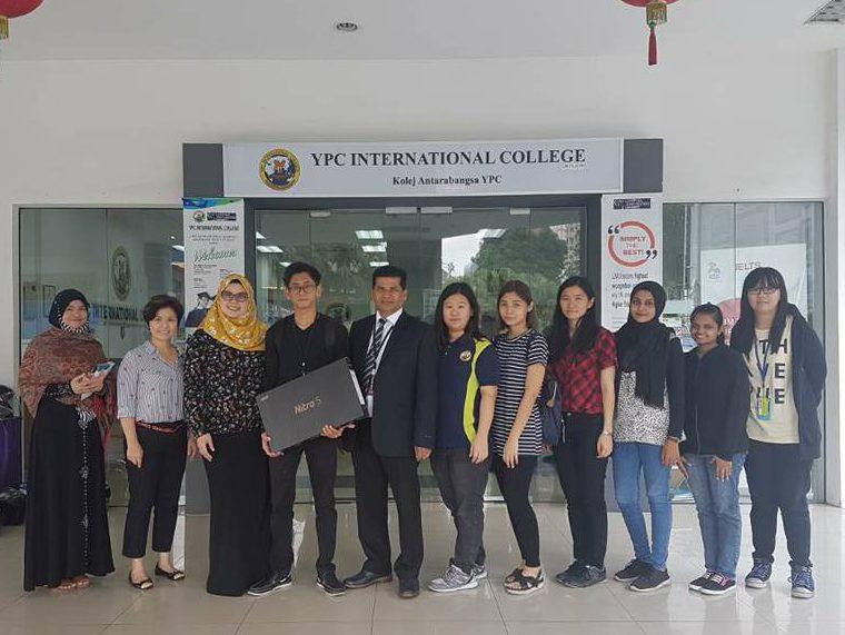 Acer Malaysia donates new notebook